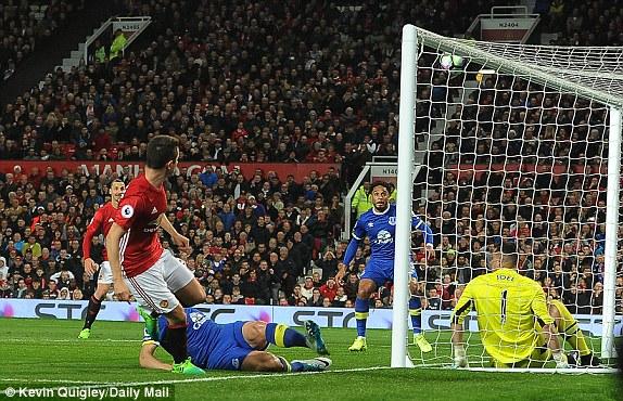 Ibrahimovic oo Guul Darro Ka Badbaadiyeye Manchester United
