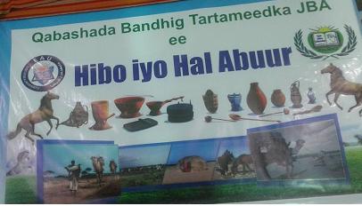 Tartan Dhaqameed Loo Qabtay Ardayda Jaamacadda Bariga Afrika Garoowe (DHEGAYSO)