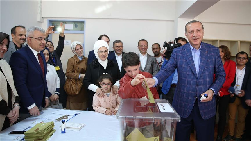 Xisbiga Madaxweyne Erdogan oo Guul Ka Gaadhey Codayntii Dastuurka Turkiga iyon 17 Isbedel oo Ka Dhacay Dalkaas