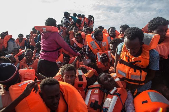 Boqolaal Tahriibayaal ah oo Laga Badbaadiyey Xeebaha Lampedusa  (Sawirro)