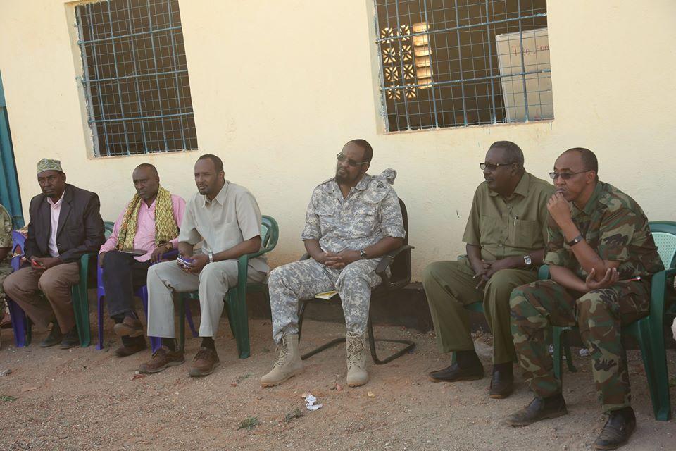 Madaxweynaha Jubbaland oo la Kulmay Saraakisha & Waxgaradka Baladxaawo (Sawiro)