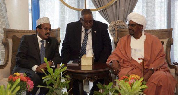 Madaxweyne Farmaajo oo Khartuum Kula Kulmay Madaxweynaha Sudaan