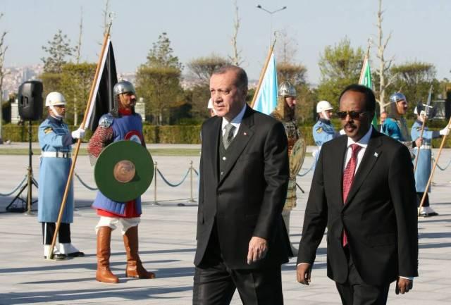 Madaxwaynaha Soomaaliya iyo wafdigiisa oo gaaray Caasimadda Turkiga ee Ankara