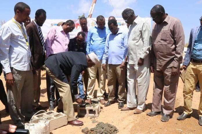 Madaxweynaha Maamulka Koonfur Galbeed oo Waddo Baydhabo kadhagax dhigay (Sawiro)
