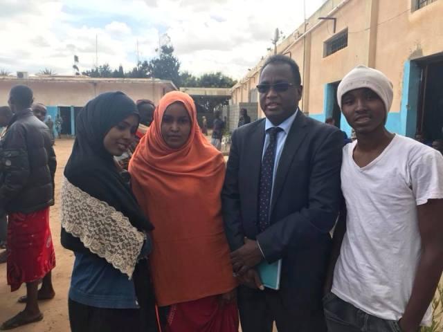 Danjire Ali Fiqi oo Booqday dhalinyarada ku xiran Xabsiyada Liibya (Sawiro)