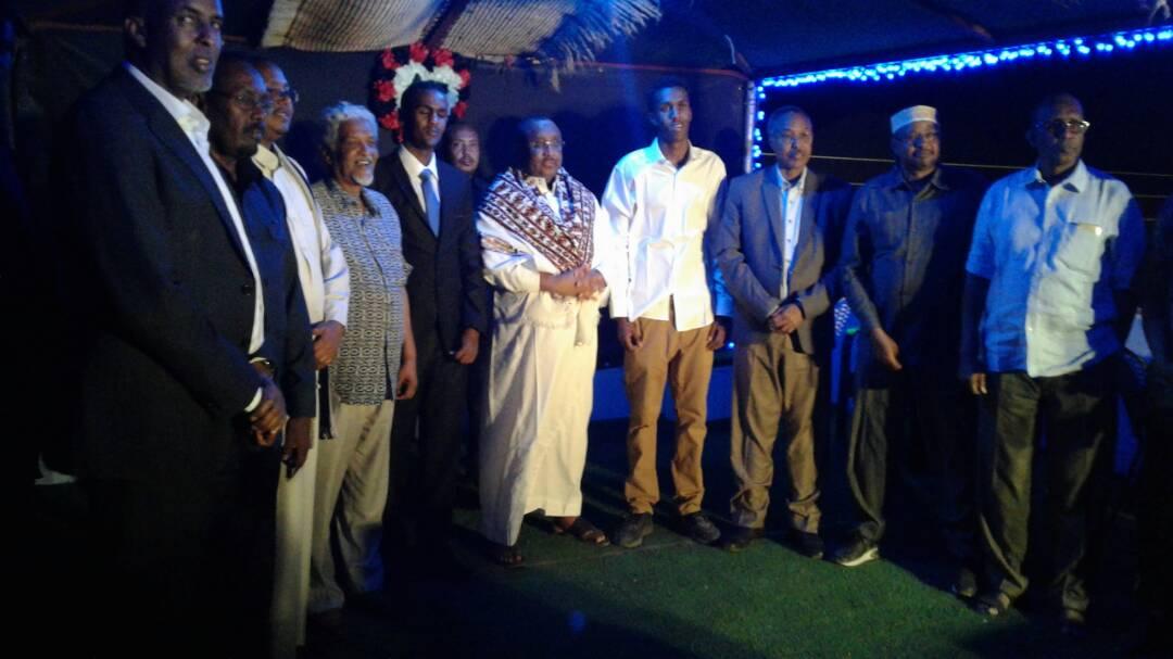 Madaxweyne Gaas oo Amanay dhalinyaro dalkooda maalgashtay (Dhegayso/Sawiro)