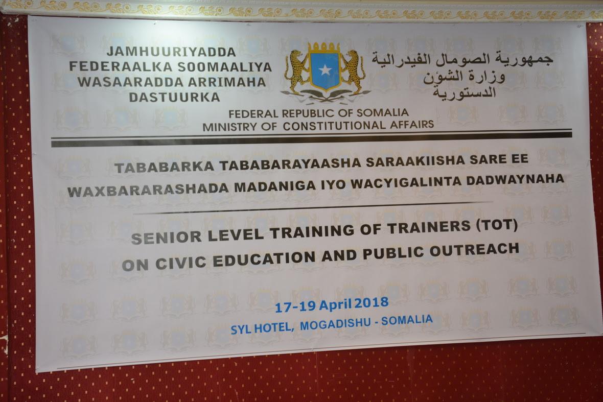 Wasaaradda Arrimaha Dastuurka oo biloowday Tababarka tababarayaasha ee Waxbarashada Madaniga