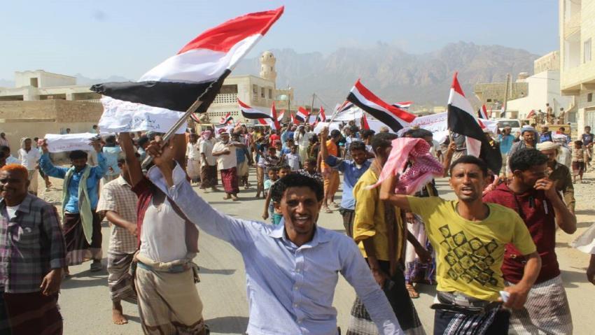 Yemeniyiinta oo ka mudaaharaaday Joogitaanka Imaaraatka Carabta ee jaziiradda Suqadra