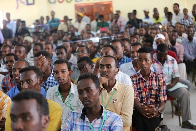 Dhalinyaradda Somaliyeed iyo Shaqo la'aanta Haysata (dhegayso)