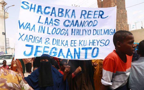 Banaanbax lagu Tageerayo shacabka Laascanood oo Qardho kadhacay (dhegayso)
