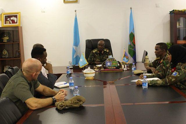 Taliyaha Militariga ee Soomaaliya oo la kulmay saraakiil katirsan Mareykanka