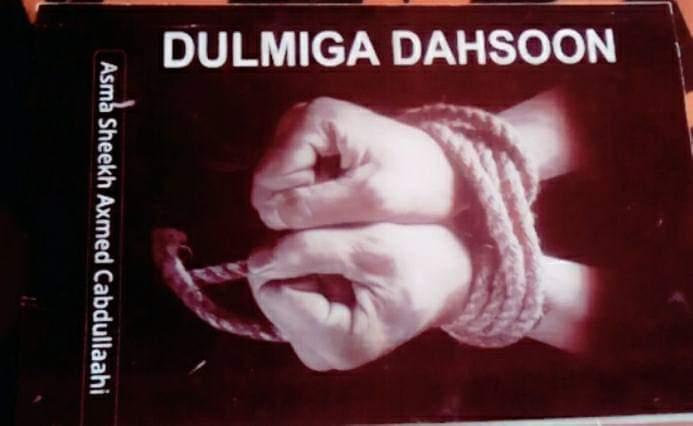 """Asma Shiikh Axmed – Q2aad: """"Dulmiga Dahsoon"""" iyo sidii rag caddaan ahi ay dalka gudihiisa iiga afduubteen si xubnaha jirka la iigala baxo (dhegayso)"""
