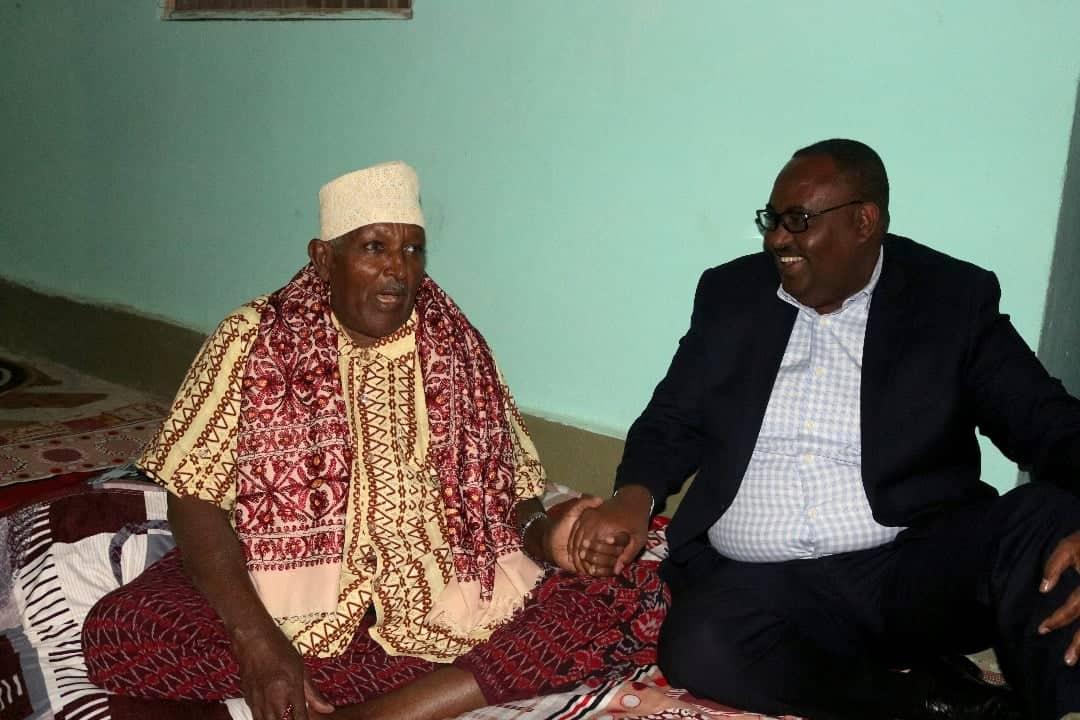 Musharrax Madaxweyne Siciid Cabdullaahi Deni ayaa hoygiisa ku booqday Garaad Saleebaan Garaad Maxamed (Sawiro)