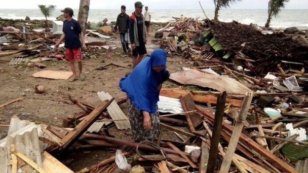 Folkaano iyo Tsunami ku dhufatay dalka Induniisiya oo khasaare badan dhaliyay