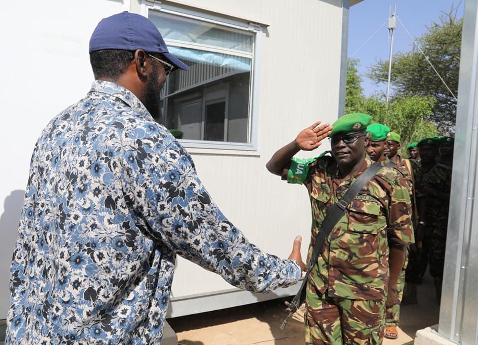 Madaxweynaha Jubbaland oo la kulmay Saraakisha AMISOM (Sawiro)