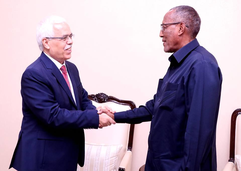 Madaxweynaha Somaliland oo qaabilay wafdi Caalami ah (Sawiro)