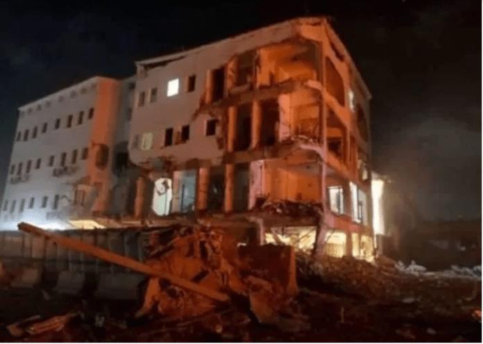 Al-shabaab oo wali  ka dhex dagaalamaysa Hotel Maka Al-Mukarama