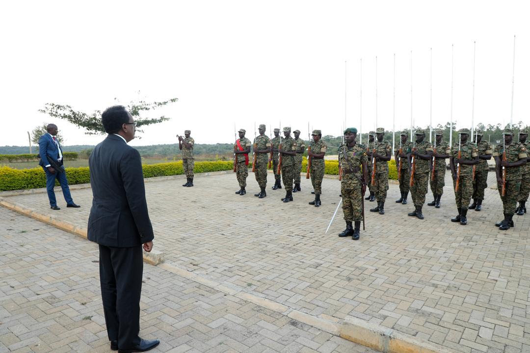 Madaxweynaha Farmaajo oo kormeeray Dugsiga Tababarka Militariga ee Kabamba