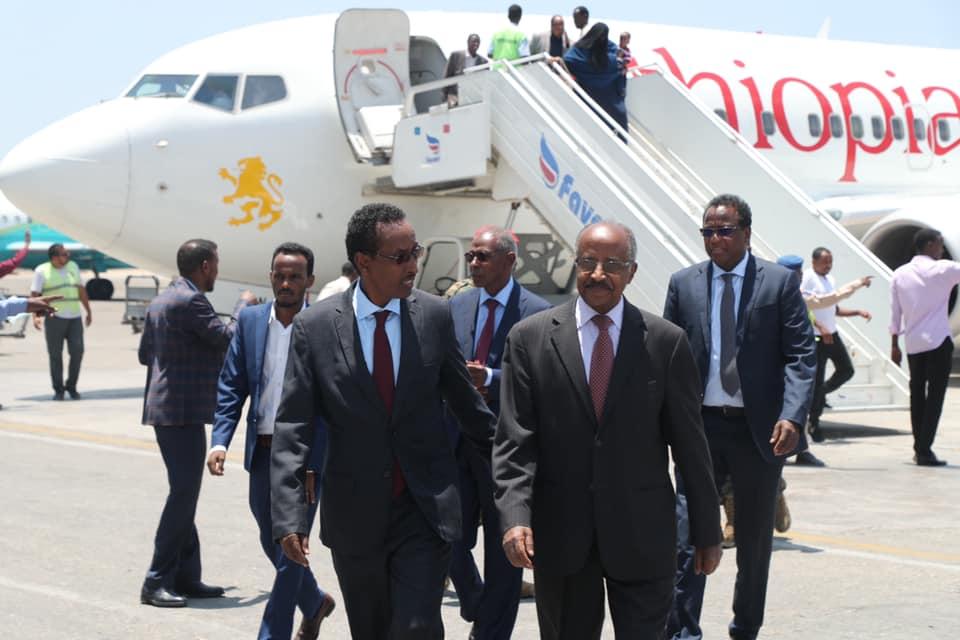 Wasiirka Arrimaha Dibadda Eritrea iyo La Taliyaha Madaxweynaha Eritrea oo gaaray Muqdisho